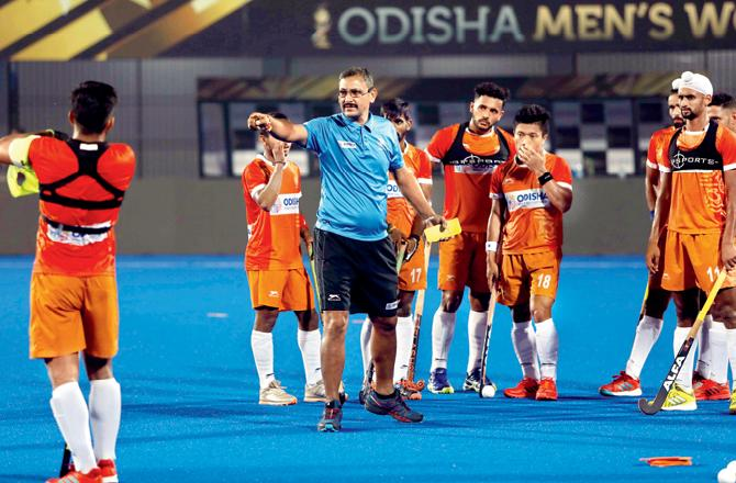 Dutch hockey legend Floris Jan Bovelander comments on Harendra Singh's sacking